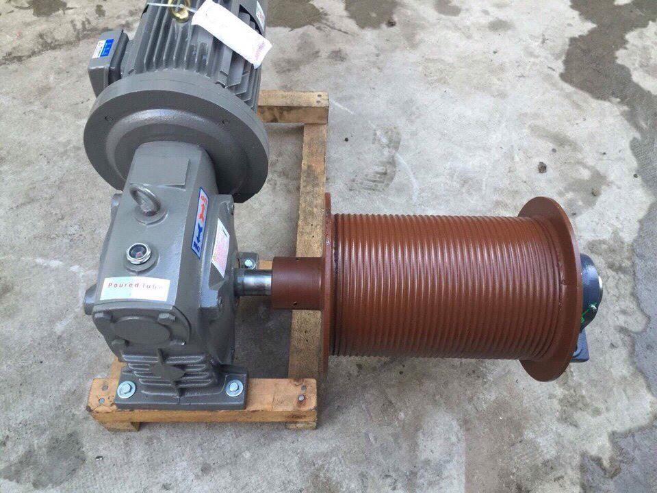 Động cơ thang tời hàng giá rẻ - công suất 3.7kw - 1 cáp - thắng sau motor