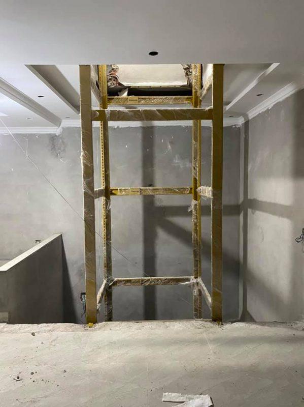 Khung thép thay thế cho bê tông cốt thép, dành cho nhà cải tạo hoặc thang máy lồng kính.